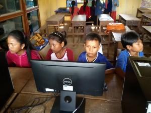childrenworkingcomputers